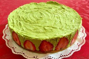 Клубничный торт с фисташковым кремом «Фрезье»