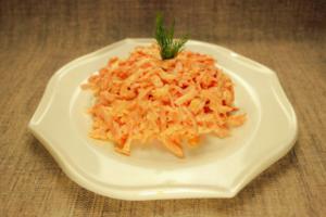 Салат с колбасный сыром - 8 простых  и вкусных  рецептов