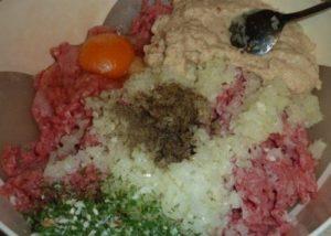 Мясной рулет «Голубец» в сливочном соусе