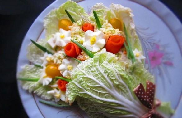 Красивое оформление салатов на 8  марта. 20 идей