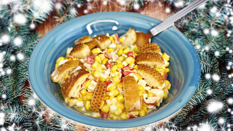 Новинка! Новогодний салат с крабовыми палочками, кукурузой и сухариками без майонеза, по-новому