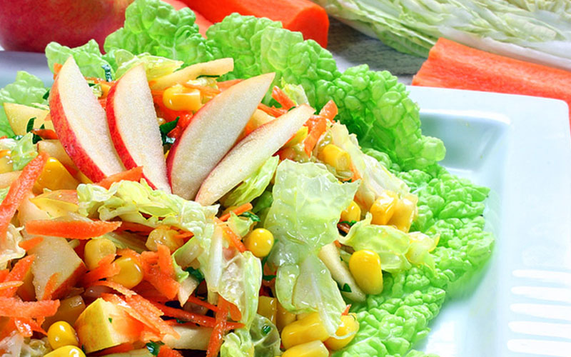 Вкусный и полезный салат с пекинской капустой