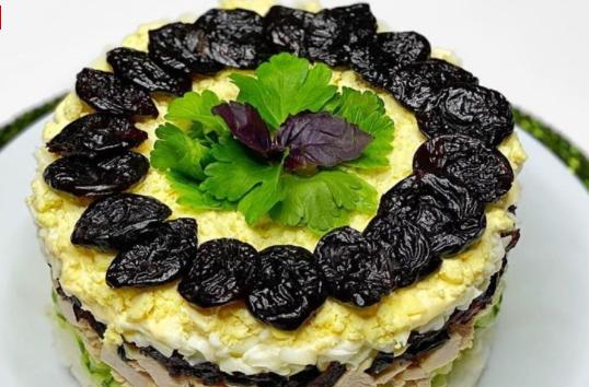 Салат с черносливом и рисом. Это что то невероятное!