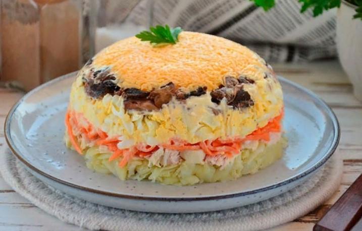 Изысканный салат «ЦАРСКИЙ» с курицей и шампиньонами — эффектный и очень вкусный!