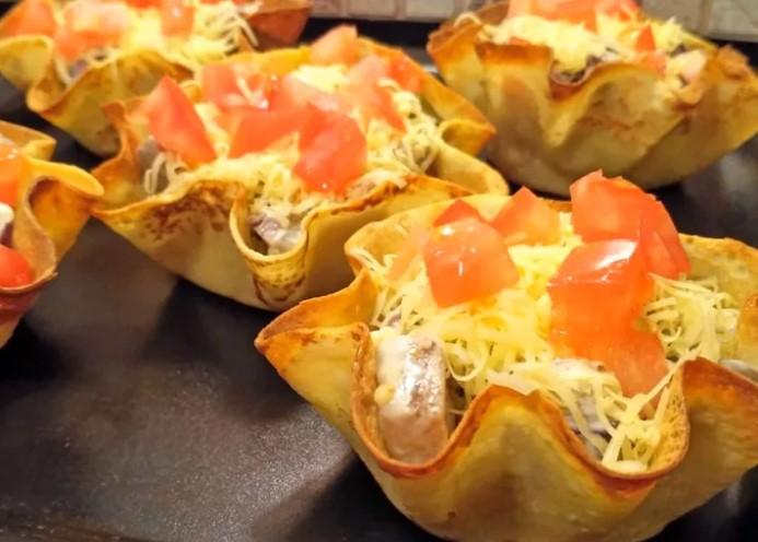 Потрясающе вкусный салат «Корзинка»: сочно, эффектно, аппетитно!