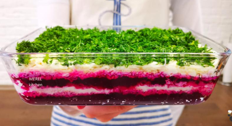 """Любимый салат из свеклы """"Нежность"""", нравится всем кого угощала. Сытный, яркий, аппетитный и из простых продуктов"""